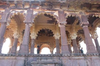 Cenotaph pillars