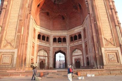 Buland Darwaza, arches