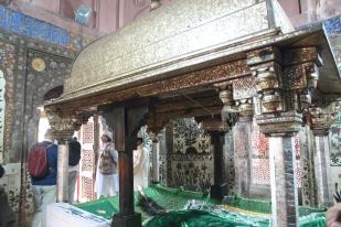 Salim Chishti's grave