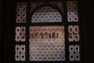 Salim Chishti's tomb, looking out