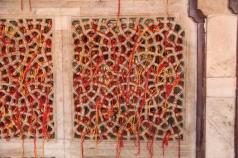 Salim Chishti's tomb, strings