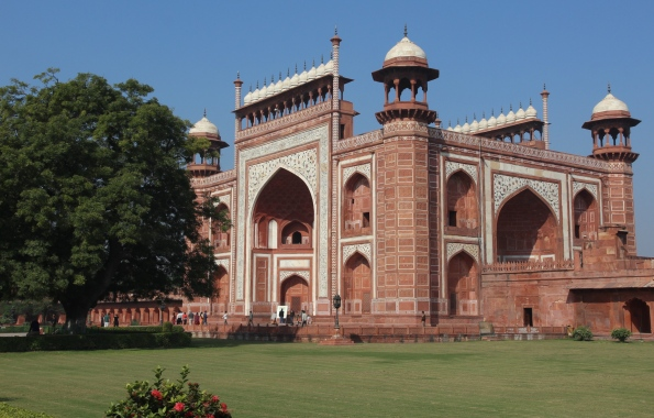 Taj Mahal Darwaza, southern gate