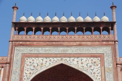 Taj Mahal, southern gate, roofline