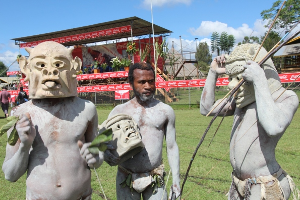 Asaro mud men, Goroka Show
