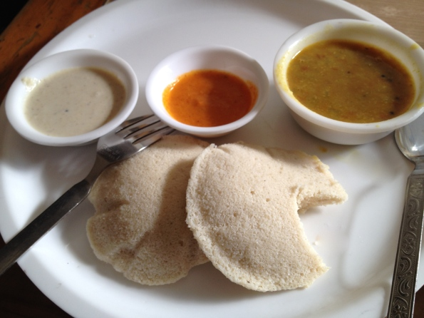 idli with sauces