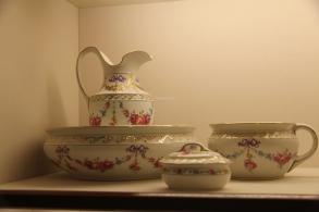 white washbowl set
