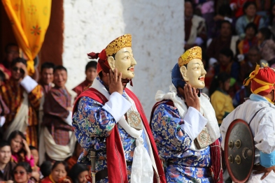 two dancers pose Paro