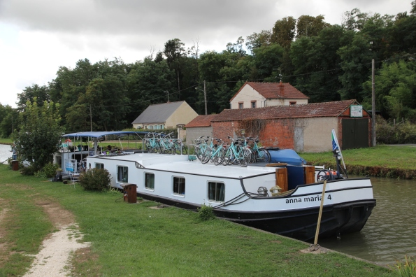 Anna Maria IV barge