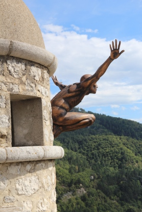 Lavarenne diving sculpture