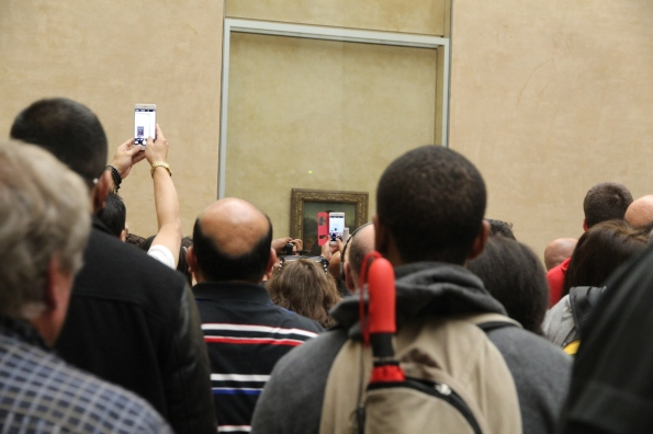 blocking the view of the Mona Lisa