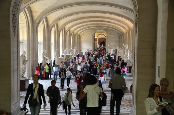 crowds in the Louvre