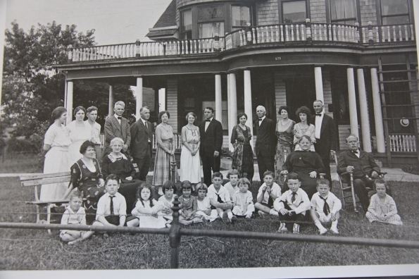 Extended Thompson family in North Carolina
