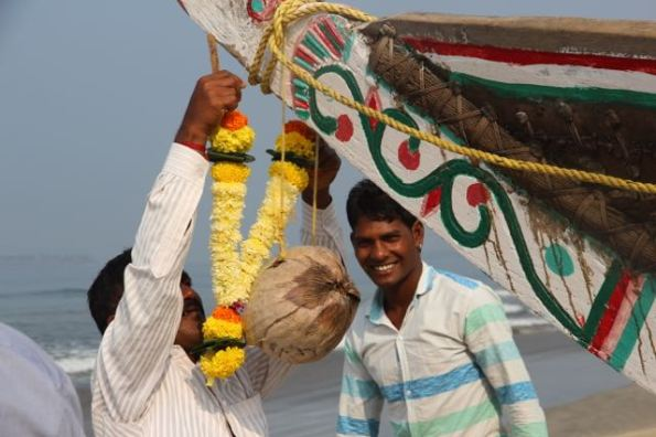 Decorating an Indian boat