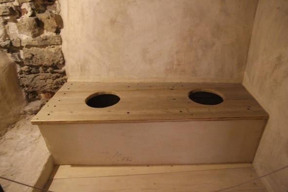 Baukas Castle, toilet