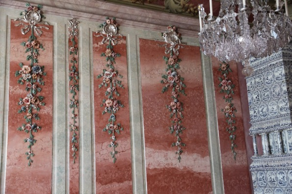 Rundāle Palace, Rose Room stucco roses on wall