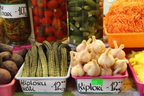 Riga market, pickled garlic