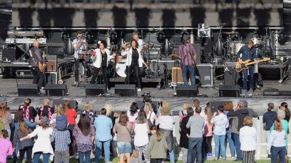 The Black Sorrows with Vika and Linda, Anthems concert, Canberra, Australia