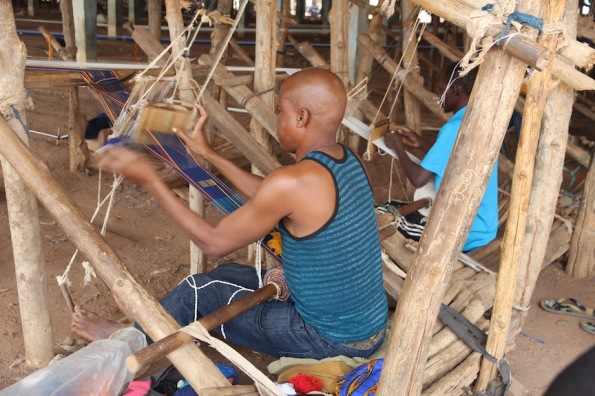 Weaving Korhogo cloth