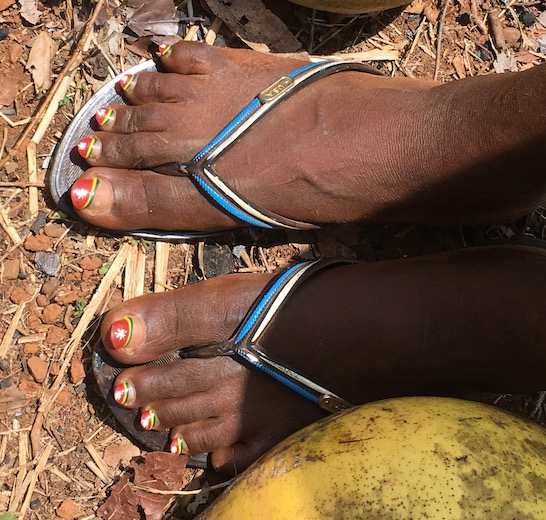 Painted toes, Guinea