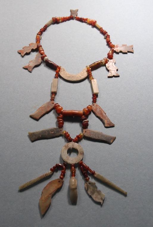 Jade necklace of 163 pieces